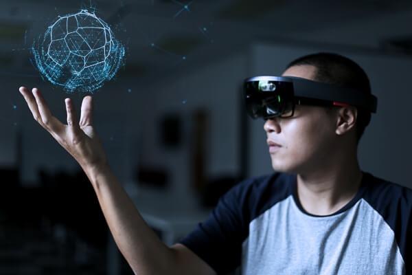 Microsoft'un Artırılmış Gerçeklik Ürünü HoloLens Türkiye'ye Geliyor!